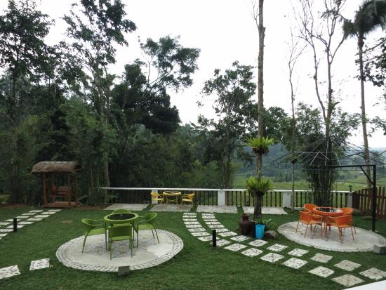 Lucban, Philippines: Resort grounds and play area
