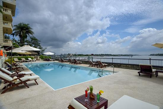 Victoria Chau Doc Hotel : Our Swimming Pool Area after renovation