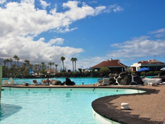 Развлекательный комплекс Лаго Мартианес: бассейн