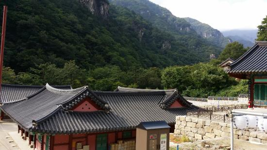 Donghae, Südkorea: A view of the surroundings from the millennium-old temple Samhwa-sa