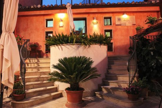 Hotel Il Barocco: ingresso reception