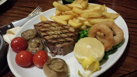 Templecombe, UK : Tuna steak, crab and sticky toffee pudding