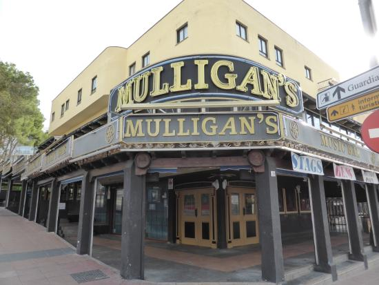 Mulligans Bar