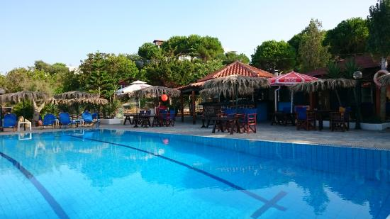 Ano Vasilikos, Yunanistan: Carretta Pool Bar on the Beach