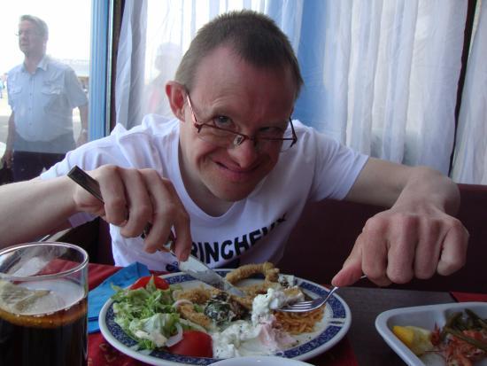 Fr d ric dans son restaurant pr f r photo de restaurant for Acropolis cuisine