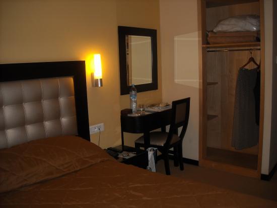 Al Walid Hotel : room