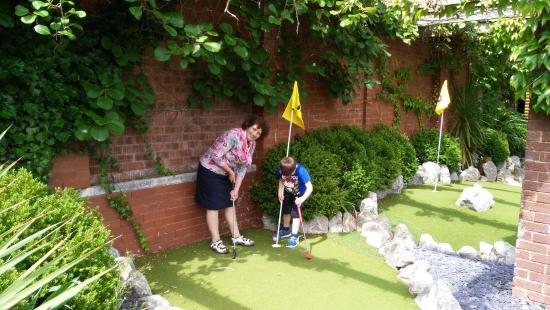 Happy Mount Park: Crazy Golf (Grandma Paid) lol