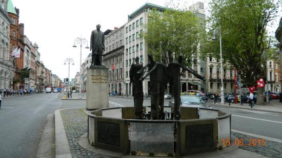 Thomas Davis Statue