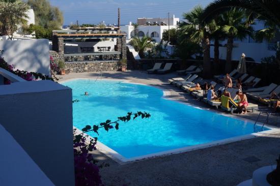 Santorini Kastelli Resort: View of the main pool