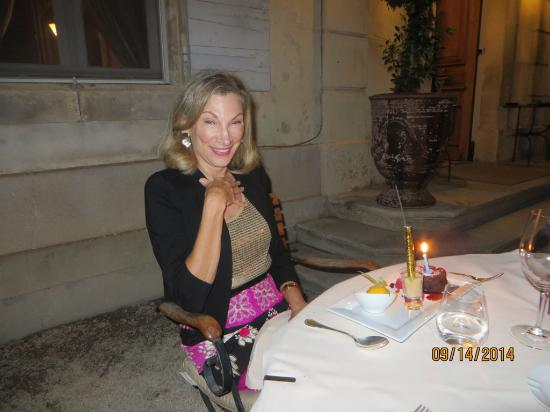 Le Chateau des Alpilles: Dinner outside, when the weather is nice