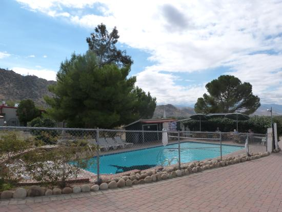 The Kern Lodge : The pool area