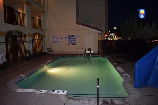 Comfort Inn : Pool: Maximale Tiefe 1,5 m