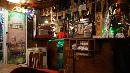 Hermoso bar tipo irlandes foto de dublin pub ushuaia - Decoracion pub irlandes ...