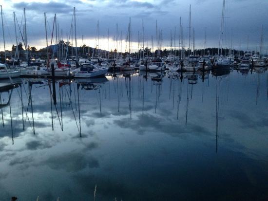 Sidney Waterfront Inn & Suites: Beautiful harbor just around the corner