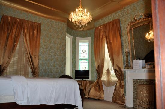 Cornstalk Hotel Rooms