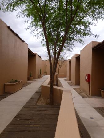 Hotel Noi Casa Atacama: pathway to rooms