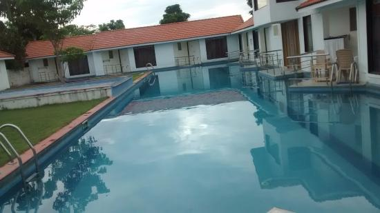 Village Retreat : Nice Pool