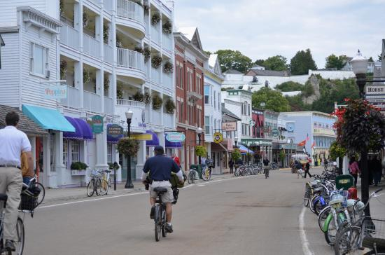 The Greens of Mackinac: Street scene