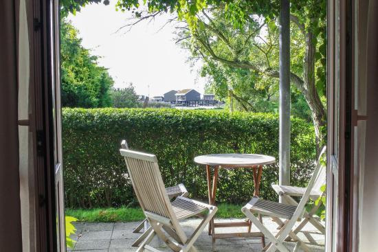 Lauterbach, Alemania: Zimmeraussicht, Wohnzimmer, kleine Terrasse