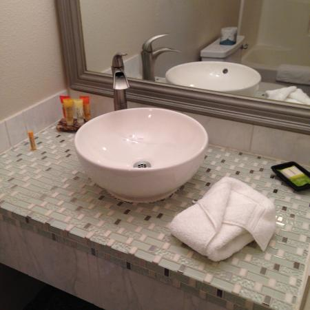 Leavenworth Village Inn: Nice big bathroom and second tub.