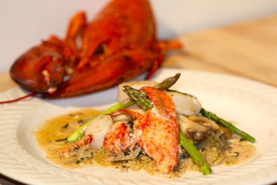 East Kemptville, Canadá: Scallop & lobster reavigote w/ asparagus