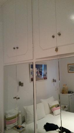 Akrotiraki: camera con deposito biancheria per le pulizie delle varie stanze