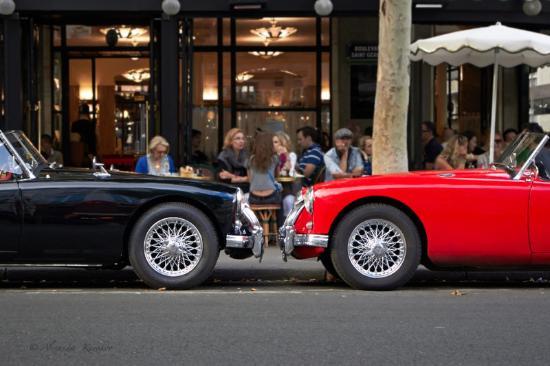 Au Manoir Saint Germain De Pres: кафе напротив