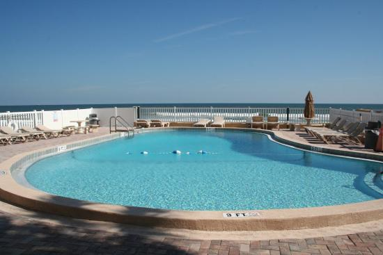 Driftwood Beach Motel: Pool