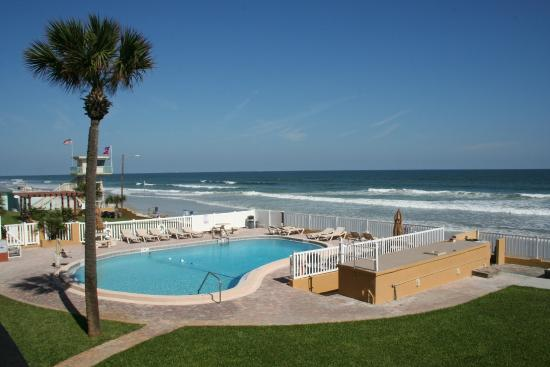 Driftwood Beach Motel: Pool and Beach