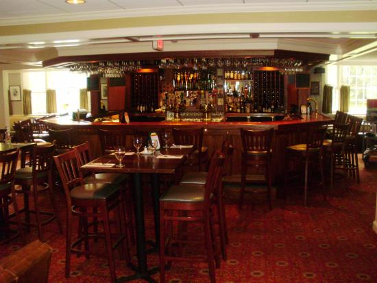 Deerfield, MA: The bar in the tavern