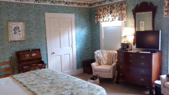 Deerfield Inn: The Cora Carlisle room