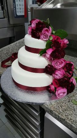 Torta Di Compleanno In Pasta Di Zucchero E Rose Foto Di