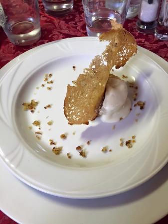 Montemagno, Itália: flan di cardi gobbi di Nizza con crema di topinambur