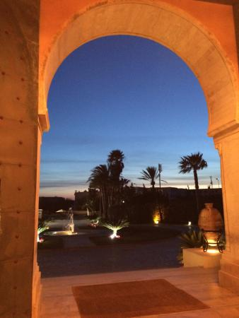 The Residence Tunis : Hotel entryway at sunset