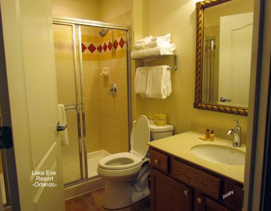Lake Eve Resort: banheiro