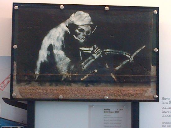 The Grim Reaper by Banksy: fotografía de M Shed, Bristol - Tripadvisor