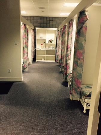 Calistoga Spa Hot Springs: The locker room