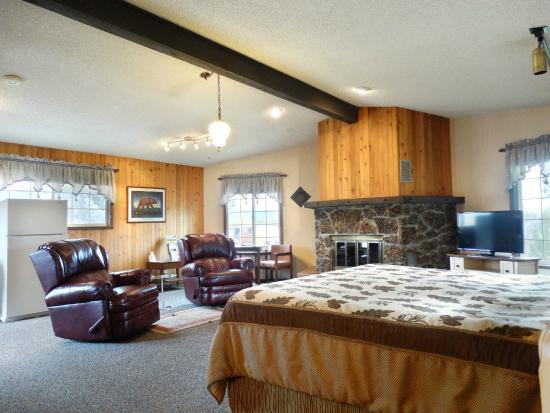 Chalet Motel: king suite