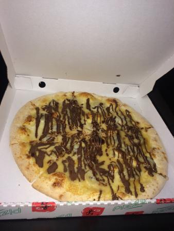 Saint-Clement-de-Riviere, Francia: Les pizzas sont super bien garnies , sans parler des salades repas un délice.Accueil téléphoniqu