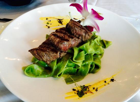 Bay Harbor Islands, FL: Homemade Pappardelle with pesto and Filet Mignon