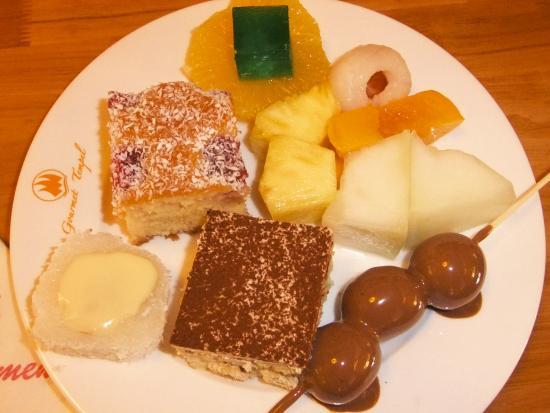 Das Dessert Buffet Ist Traumhaft Und Erst Der Schokobrunnen Obst