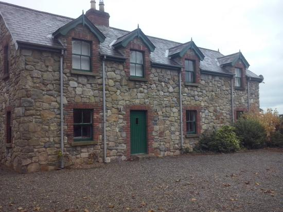 Ballymahon, Ierland: View of cottage from front gate