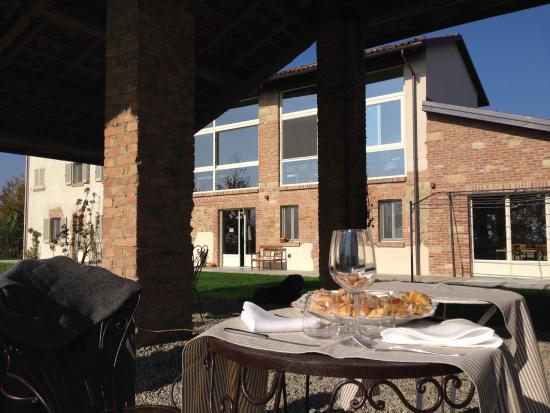 Cascina cerola farm stay hotel fubine italia prezzi for Cascina merlata prezzi