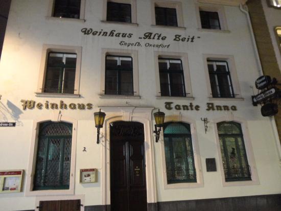 Tante Anna: アルトシュタットでは珍しい、ワインハウスを店名に付けたレストラン