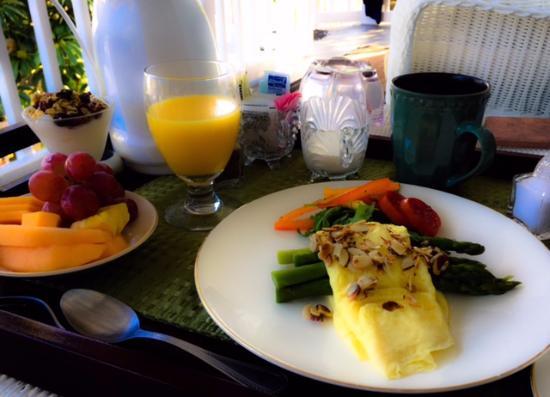 Meranova Guest Inn: Best breakfast! Delivered anywhere on the property!
