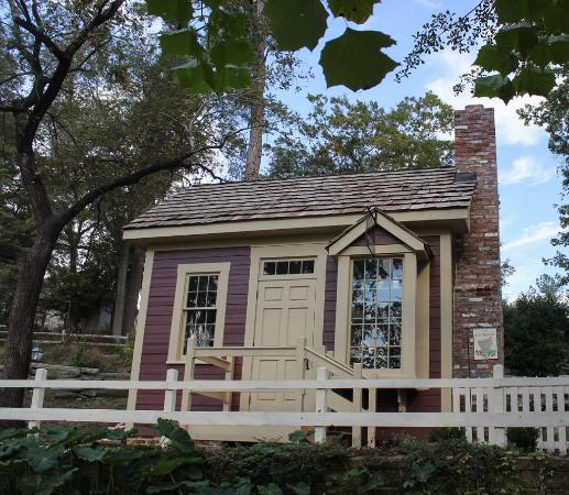 Living History Park: Apothecary's shop