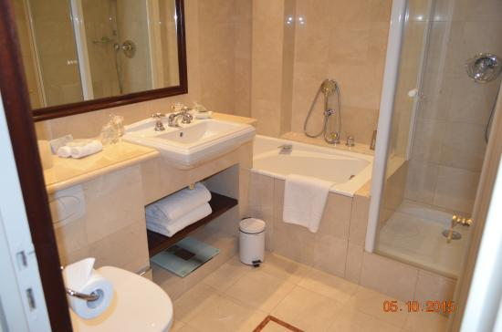 Hotel Napoleon Paris: Superior room bathroom - 2