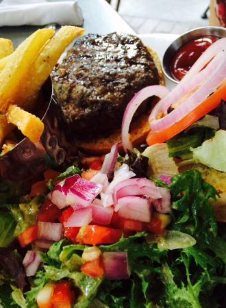 Βόρεια Augusta, Νότια Καρολίνα: Salmon burger, aged burger, salad and lots of fun