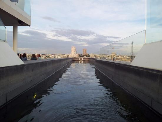Vista Hacia El Este De Madrid En Primer Lugar Banco De