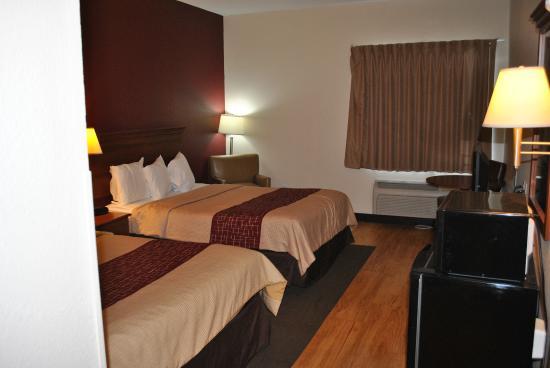 Red Roof Inn Troy: Room